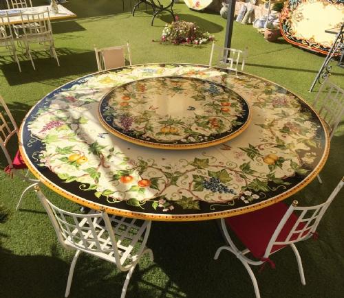Tavoli In Maiolica Da Giardino.Tavoli In Ceramica Pietra Da Giardino Ceramiche Leoncini